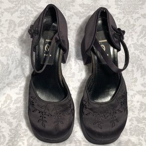 Vintage LEI Embroidered Chunky Heel Mary Janes